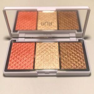 Bronzer and brightener palette